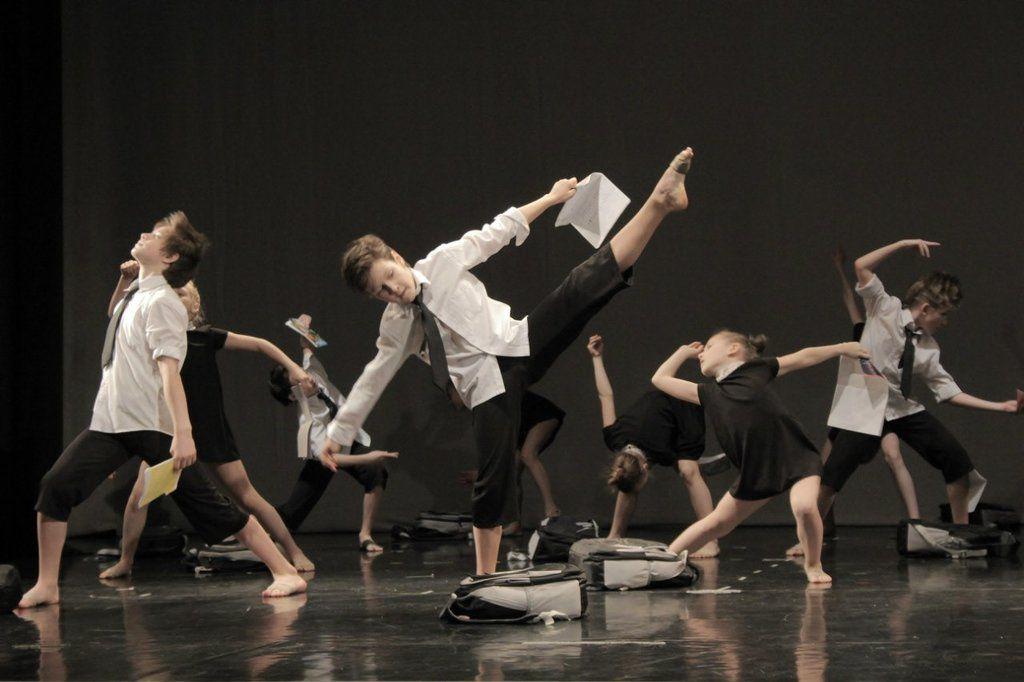 Танцевальное выступление смешанная возрастная группа