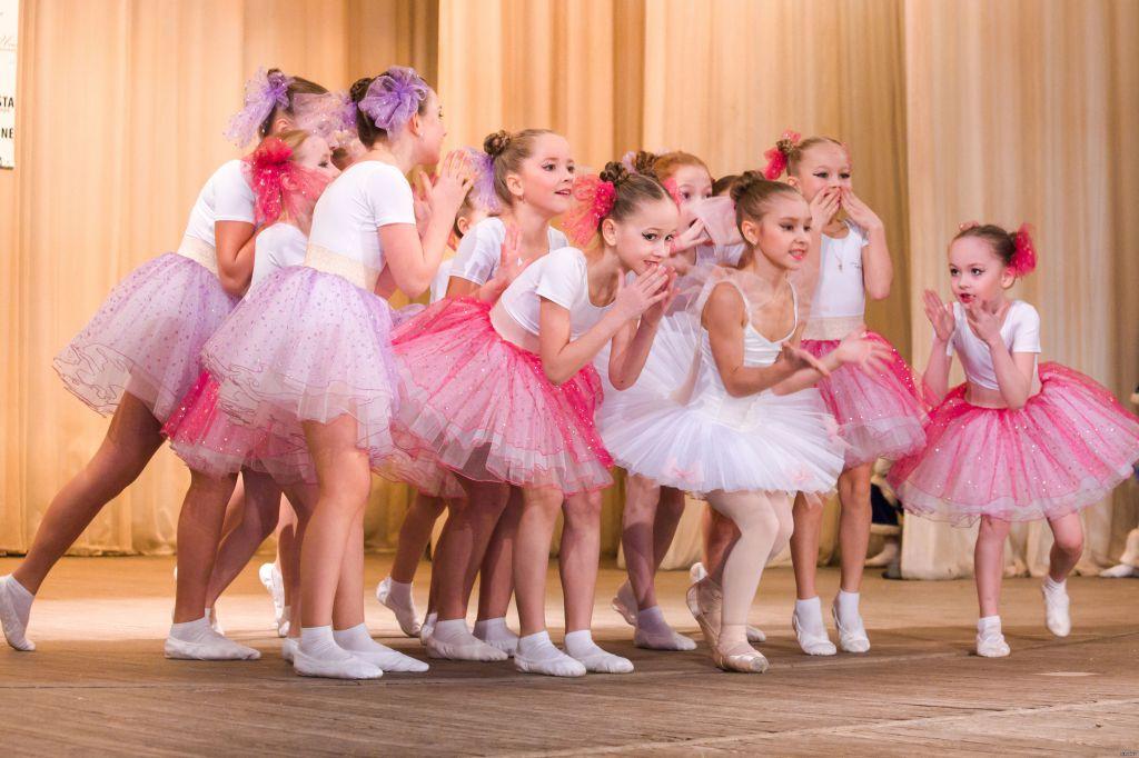 Танцоры в сборе на выступлении