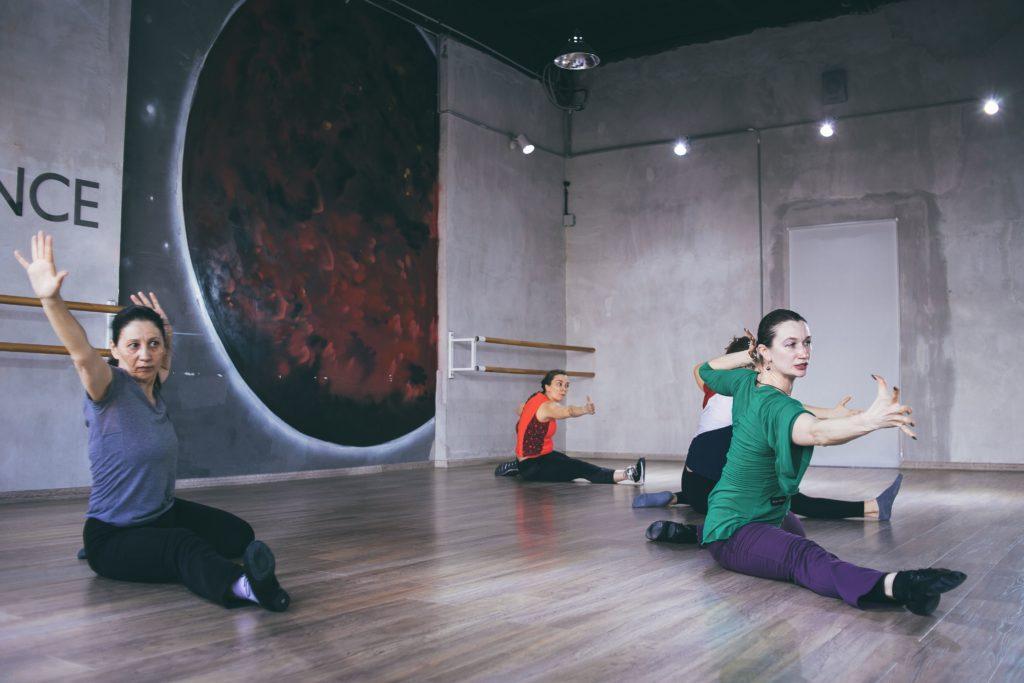 Разучивание движения современной хореографии