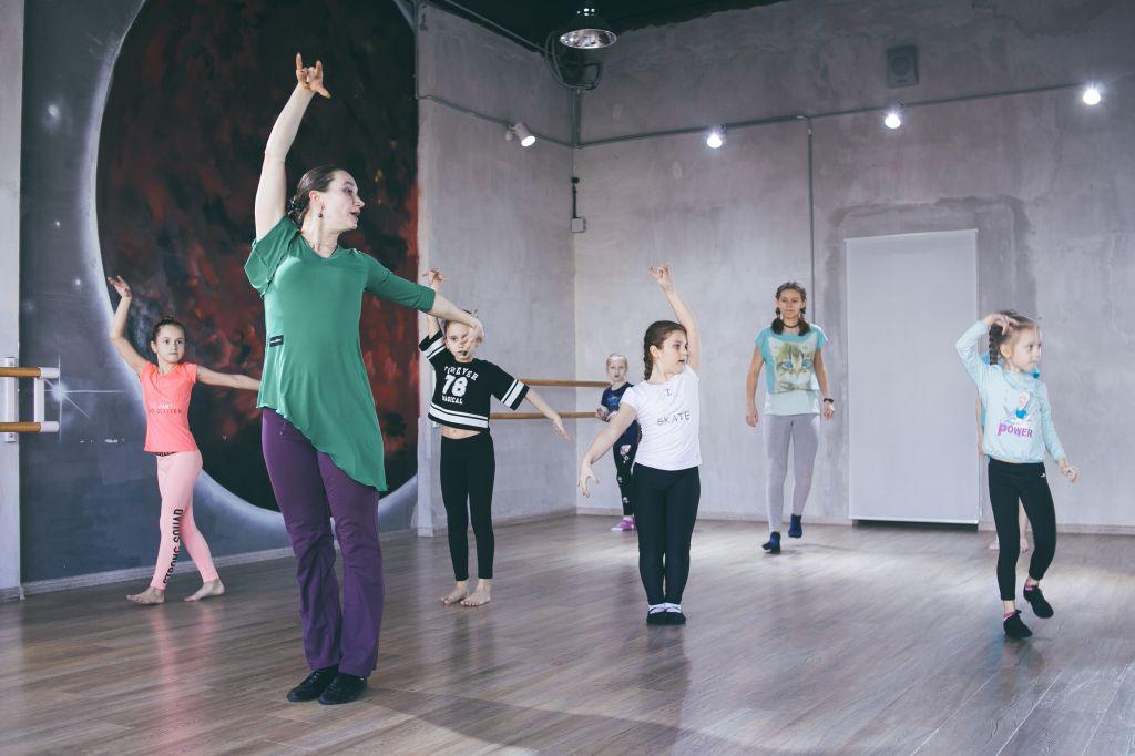 Занятие по детской хореографии в Школе современной хореографии